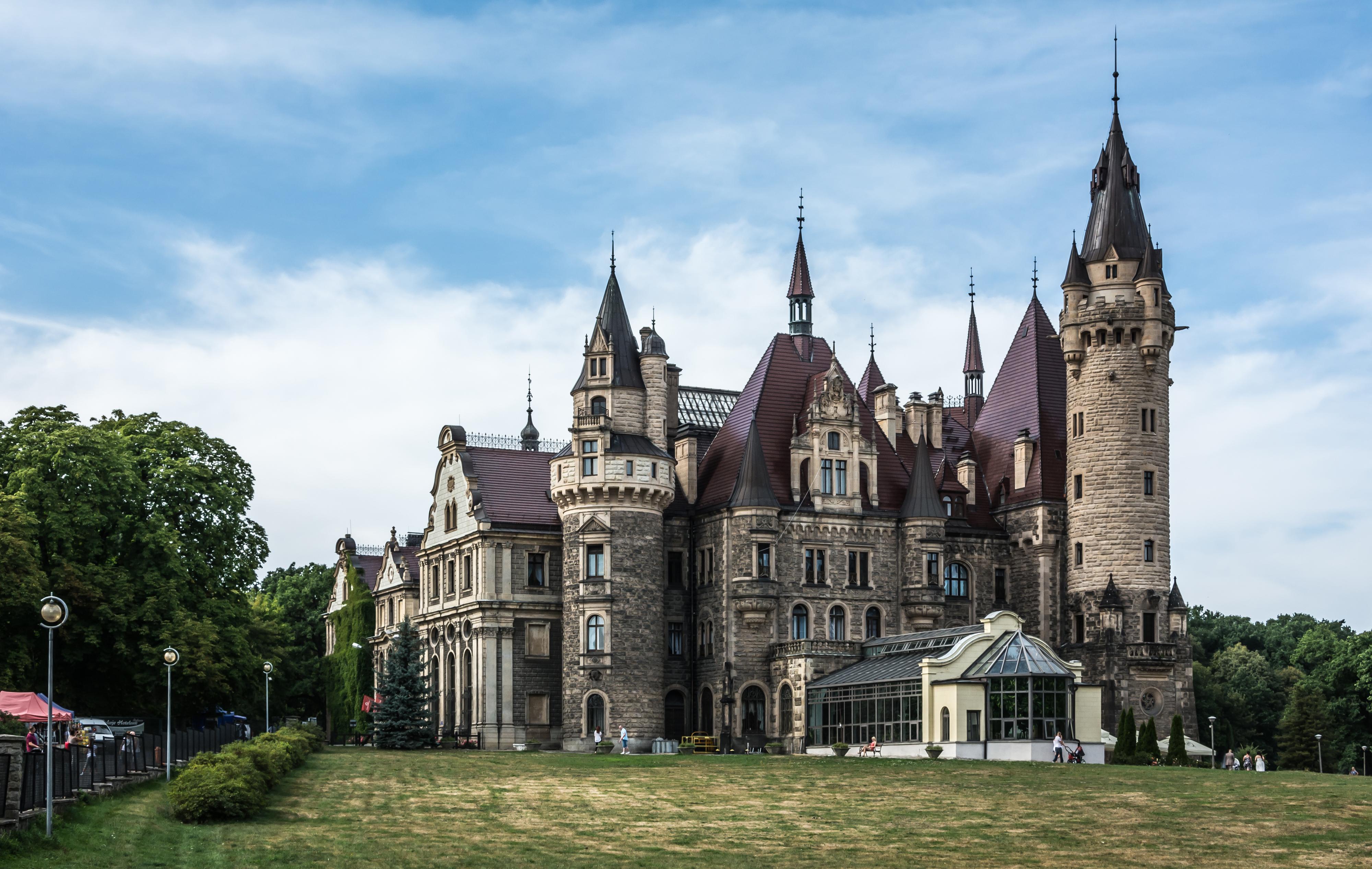 zamek_moszna_-_wschodnie_skrzydlo